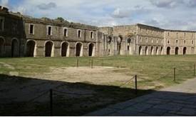 El Ayuntamiento de Figueras entrega una fortaleza militar a los musulmanes