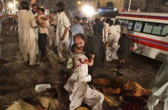 Las explosiones de dos suicidas han generado el caos en la ciudad paquístaní de Lahore- REUTERS