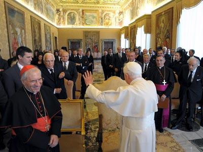 Rouco Varela y 40 empresarios fueron recibidos en audiencia privada por el Papa en el Vaticano para organizar la visita de Benedicto XVI a Madrid en agosto de 2011.efe