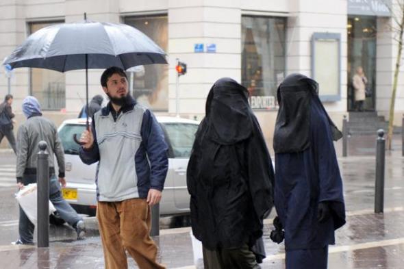Sarkozy_descarta_quitar_nacionalidad_quienes_practiquen_poligamia