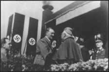 Hitler con cardenal católico