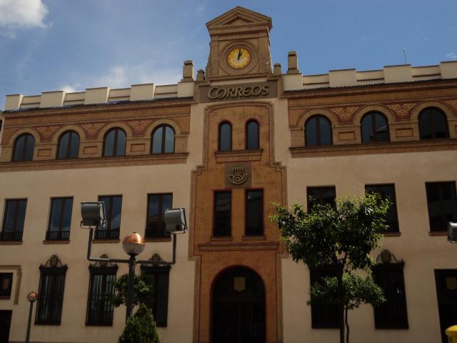 Ja n laico denuncia s mbolos religiosos en la oficina de for Oficina correos ourense