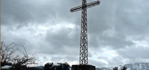 Cruz del monte Asentsiomendi en Álava Foto Nandoyarnaguren