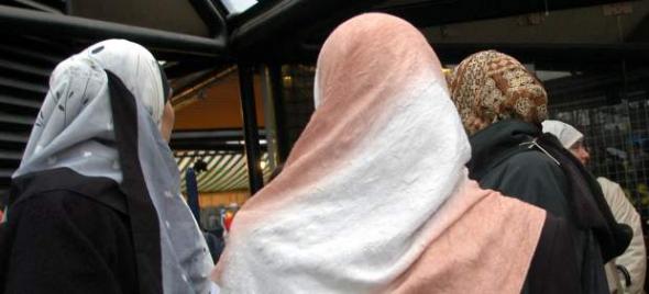 mujeres con velo hiyad