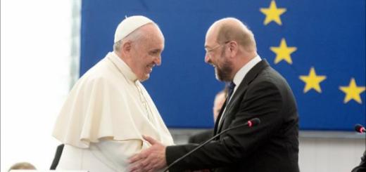Bergoglio en el Parlamento Europeo 2014.png