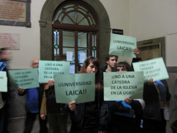 universidad laica no catedra teologia