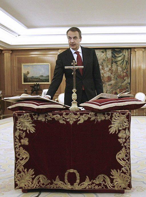 Zapatero toma posesion crucifijo