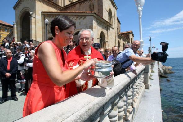 alcaldesa gijon en acto religioso