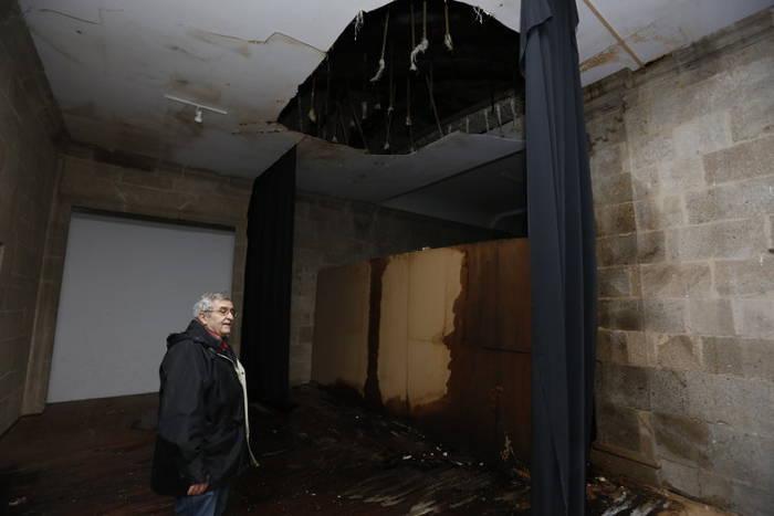Estado en el que se encuentraba la primera planta del claustro tras las iltraciones del invierno pasado (XESÚS FARIÑAS)