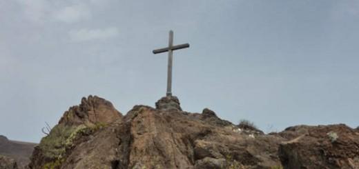 Cruz en el monte Punta Gorda en Tenerife Foto Itziar Lazurtegi