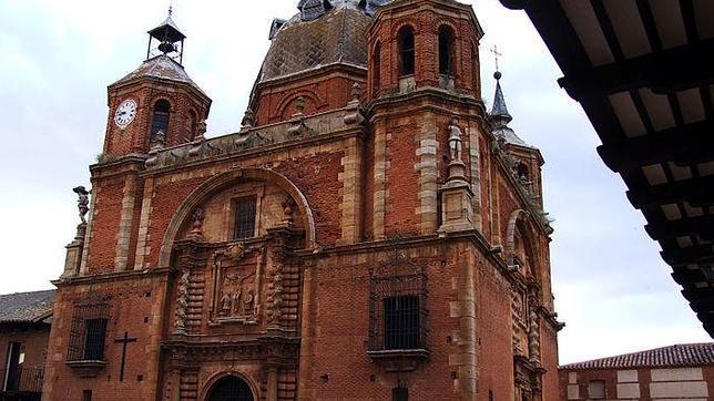 Iglesia del Cristo del Valle, en San Carlos del Valle, Ciudad Real