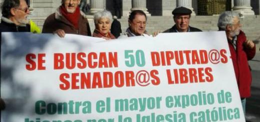Plataformas ciudadanas y colectivos cristianos presentan en el Congreso un simbólico recurso de inconstitucionalidad / MAR RUÍZ