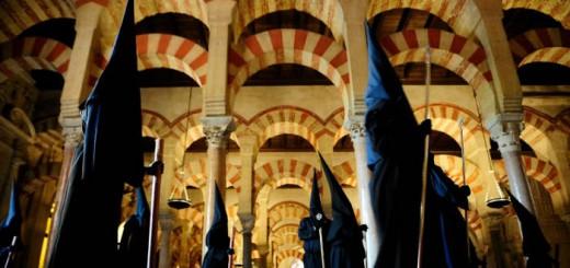 La hermandad de la Cofradía de los Dolores, en la Mezquita. - Foto Gtresonline.