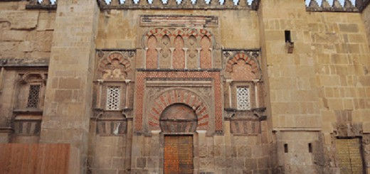 Uno de los muros exteriores de la Mezquita. // MARGA A. MOLINA