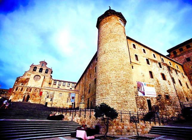 El Monasterio de San Salvador de Oña es un amplio conjunto arquitectónico fundado en el año 1011. Valdivielso