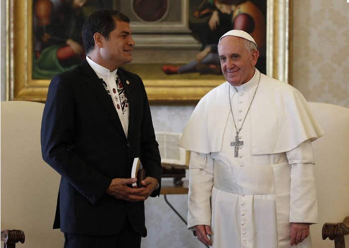 Rafael Correa presidente Ecuador con papa Bergoglio
