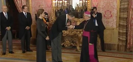 Rey se inclina ante el nuncio 21 de enero de 2015
