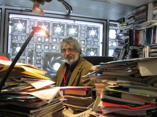 François Zabbal en su despacho, redactor jefe de la revista Qantar que ha realizado la investigación sobre el cómic de Mahoma. ROSA MENSES