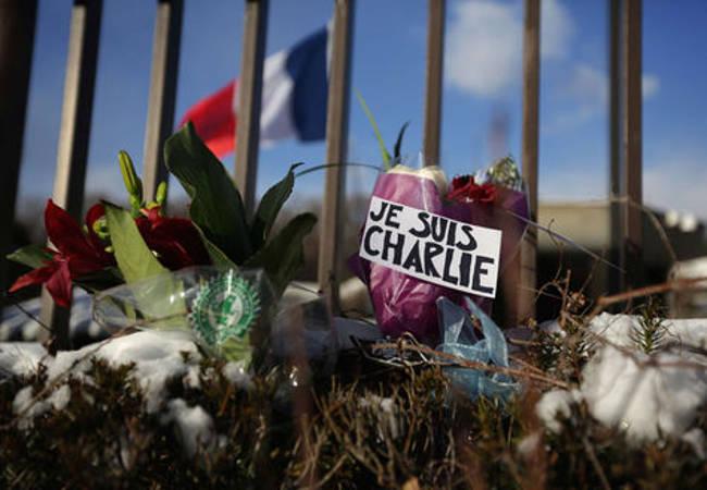 atentado Charlie hebdo bandera