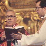 El arzobispo de Granada oficiando una misa. // CHARO VALENZUELA