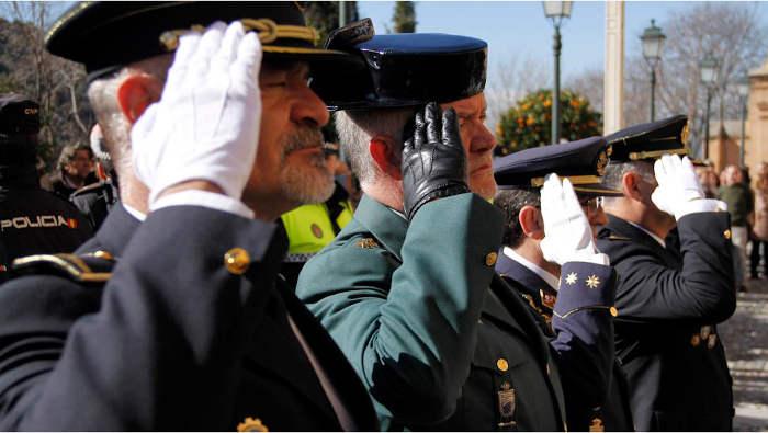 Mandos de las Fuerzas de Seguridad y del Ejército participan en estos actos religiosos.