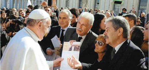 El Papa Francisco recibió a familiares de víctimas de la AMIA sin hacer mención alguna a la movilización.