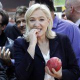 La líder del FN, Marine Le Pen, este jueves en una feria agrícola en París. / Chesnot (Getty Images)
