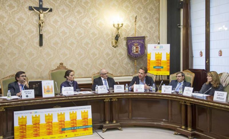 Crucifijo presidiendo el Salón de Plenos de la Diputación de Burgos