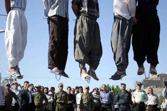 Cinco hombres son ahorcados públicamente en Mashhad. | Amnistía internacional