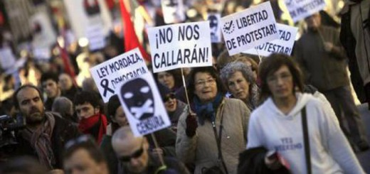 Manifestación contra la 'ley mordaza' entre la Puerta del Sol y el Congreso de los Diputados. EFE/Víctor Lerena