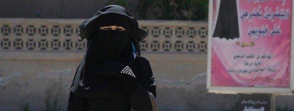 Mujer en la zona siria del Califato o Estaado Islámico 2015