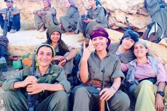 mujeres luchando contra Estado Islamico  2015