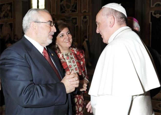 Luis Mendoza, presidente de la UCAM, durante una visita al Papa Francisco.