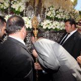 Felipe VI besa  paso NS Mercedes Semana Santa Sevilla 2015