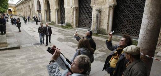 La puerta, primera por la derecha, objeto de la polémica. - Foto:A.J. GONZALEZ