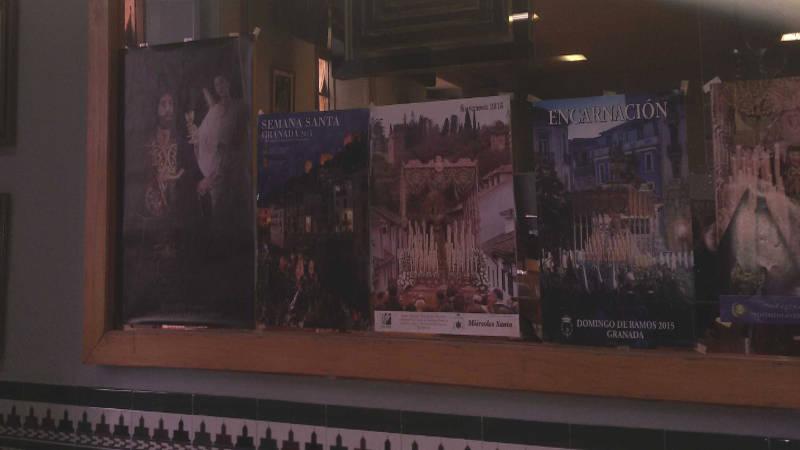 Carteles de Semana Santa en la cafetería de la Facultad de Odontología de Granada 2015 UNI Laica