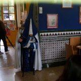 Penitentes de Semana Santa en la cafetería de la Facultad de Odontología de Granada 2015 UNI Laica