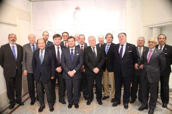 Miembros de la Corporación de Cofradías de Málaga en el Senado