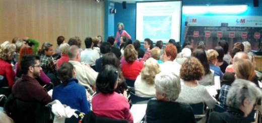 La geriatra Alicia Abellán, durante su conferencia en el Hospital Clínico. / M. A.