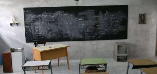 crucifijo aula clase religion