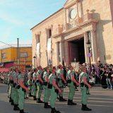 Los legionarios, ante la sede de la Hermandad el pasado año. / P. E.