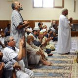 Musulmanes rezan en la mezquita francesa de Montauban. / R. GABALDA (AFP)