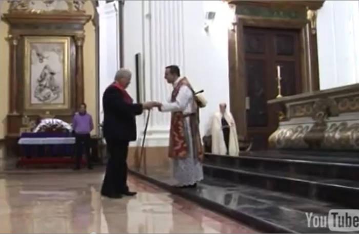 Alcalde de Épila devuelve la llave del sagrario
