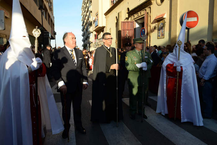 Landaluce, presidiendo la representación municipal junto al coronel Marcos Llago.