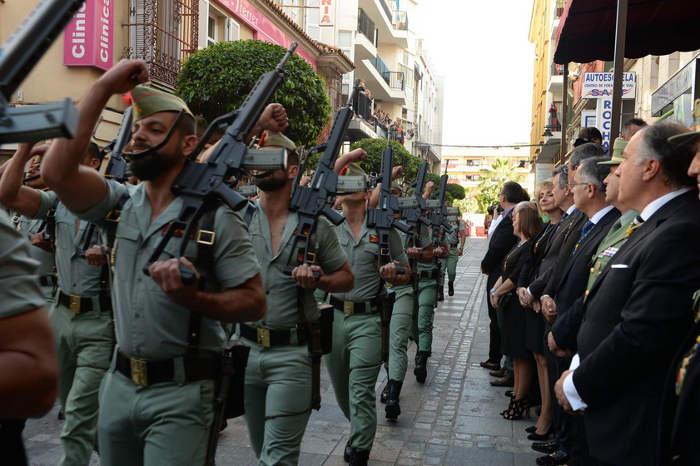 El alcalde y los mandos de la Legión, durante los actos celebrados ayer