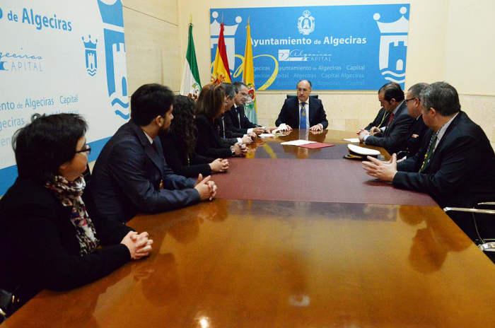 Momento de la firma del convenio entre el Ayuntamiento y el Consejo de Cofradías