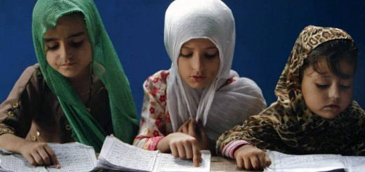 alumnas musulmanas leyendo el coran