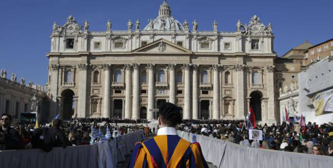 Misa en la plaza de San Pedro del Vaticano en 2013. / STEFANO RELLANDINI  (Reuters)