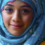 mujer con velo hiyab