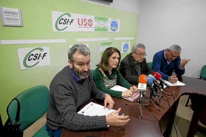 Representantes sindicales que denunciaron la reducción del horario de Religión. CONCHITINA